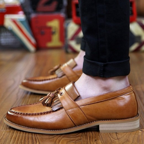 Men's pointed-toe business...