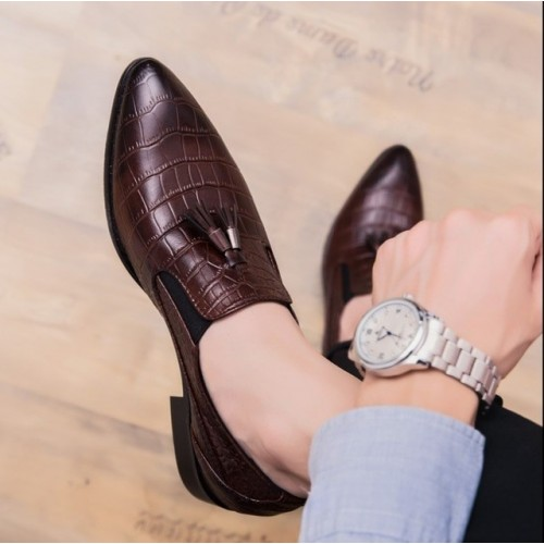 Pointed leather shoes for men